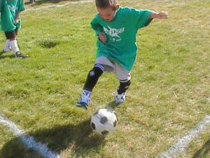 Kid_playing_soccer